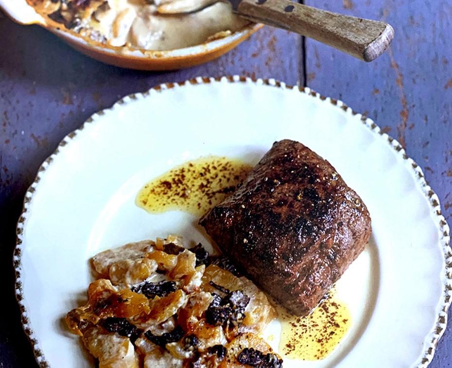 Reerugfilet met aardappelgratin en paddenstoelen